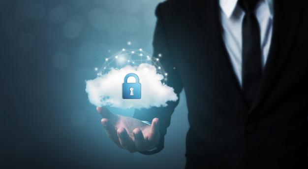 proteja-computadora-seguridad-red-computacion-nube-proteja-su-concepto-datos-empresario-escudo-proteger-icono_20693-279